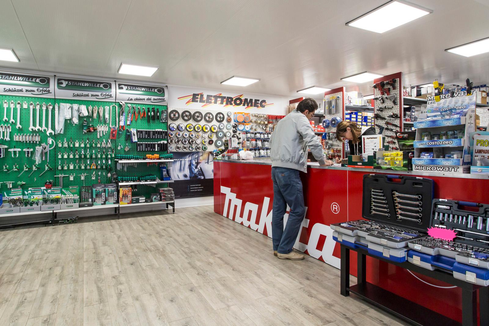 1_Elettromec_banco_accoglienza_negozio_174ritoc